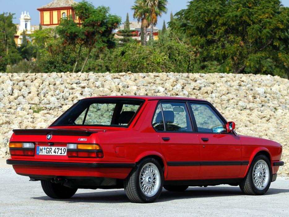 BMW M5 E28 (1) wallpaper
