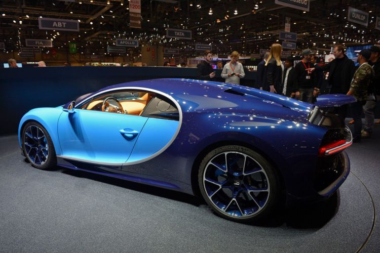 Bugatti Chiron (2) wallpaper