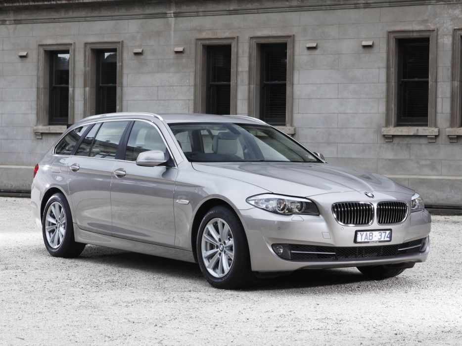 BMW 520d Touring 2011 wallpaper