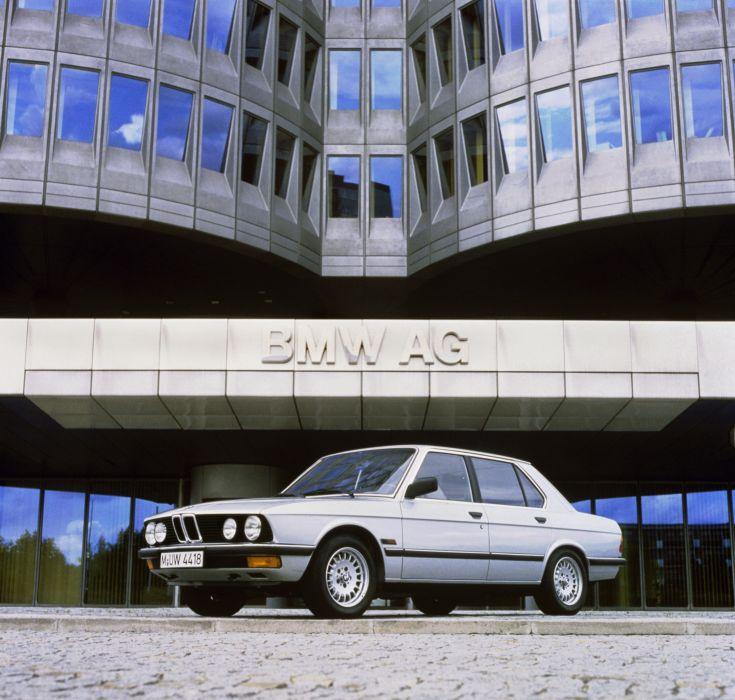 BMW 520i 1981 wallpaper