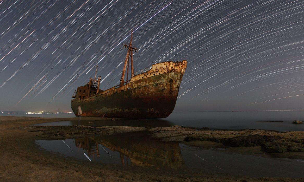 viejo barco oxidado playa wallpaper