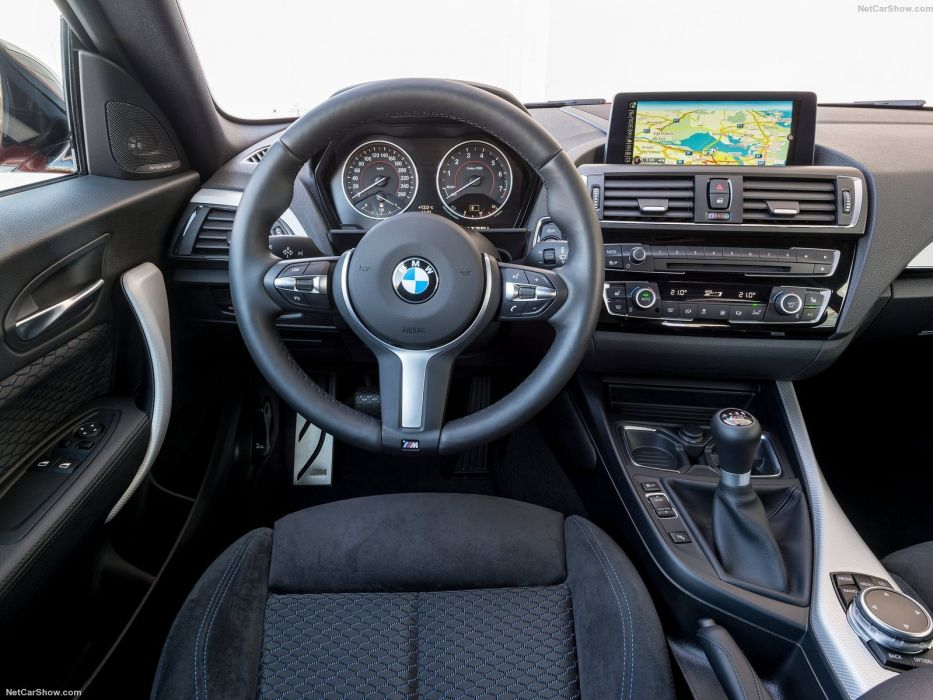 BMW M135i 2016  wallpaper