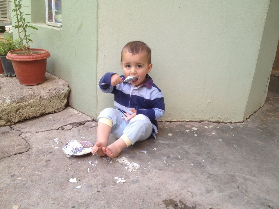 kid child boy eating siting beautiful awesome kat  wallpaper