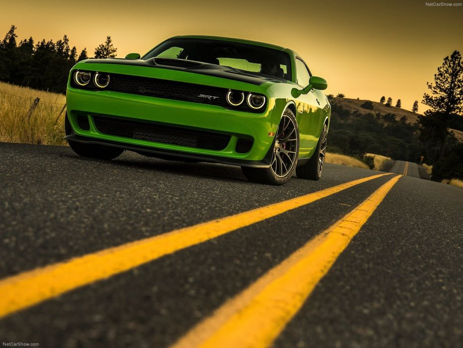 Dodge Challenger SRT Hellcat 2015  wallpaper