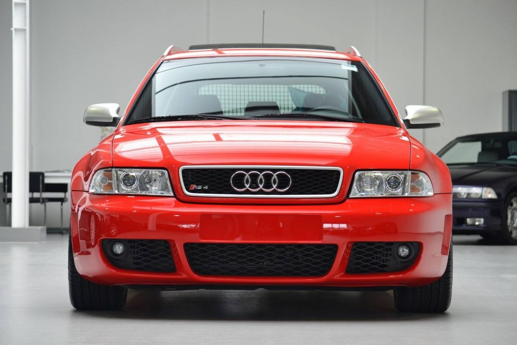 Audi RS4 Avant 2001  wallpaper