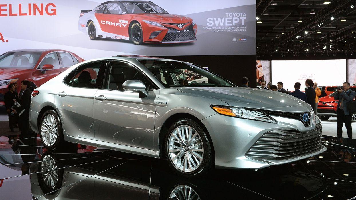 2017 cars sedanToyota Camry Hybrid wallpaper