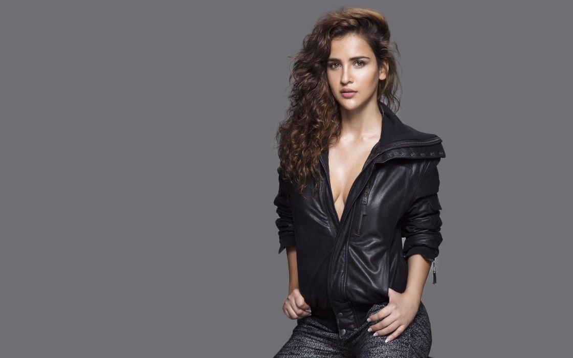 aisha sharma bollywood actress celebrity model girl beautiful brunette pretty cute beauty sexy hot pose face eyes hair lips smile figure indian wallpaper