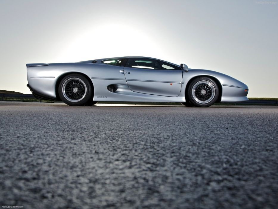 Jaguar XJ220  wallpaper