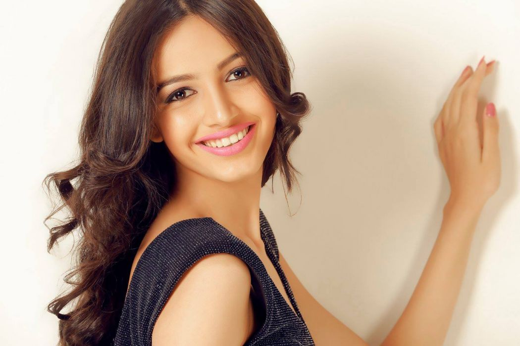 dnyanda shringarpure bollywood actress model girl beautiful brunette pretty cute beauty sexy hot pose face eyes hair lips smile figure indian wallpaper
