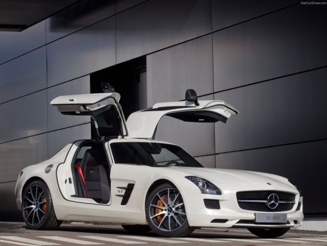 Mercedes-Benz SLS AMG GT 2013 wallpaper