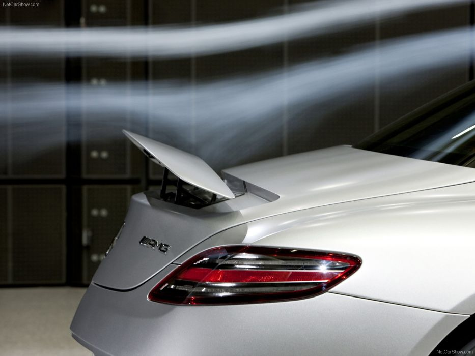 Mercedes-Benz SLS AMG 2011 wallpaper