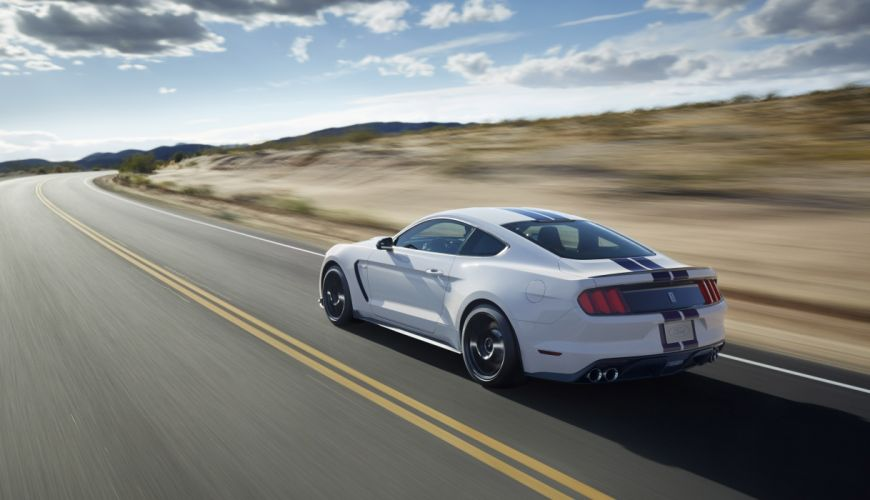 Shelby GT350 2015 wallpaper