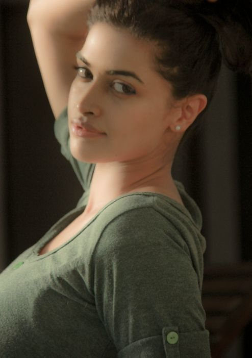 Actress-Salony-Luthra-Stills-3 wallpaper
