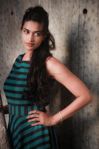 Actress-Salony-Luthra-Stills-6 wallpaper
