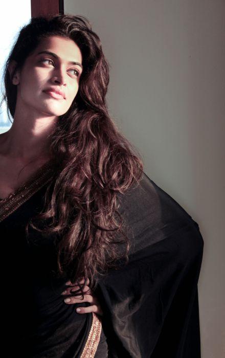 Actress-Salony-Luthra-Stills-11 wallpaper