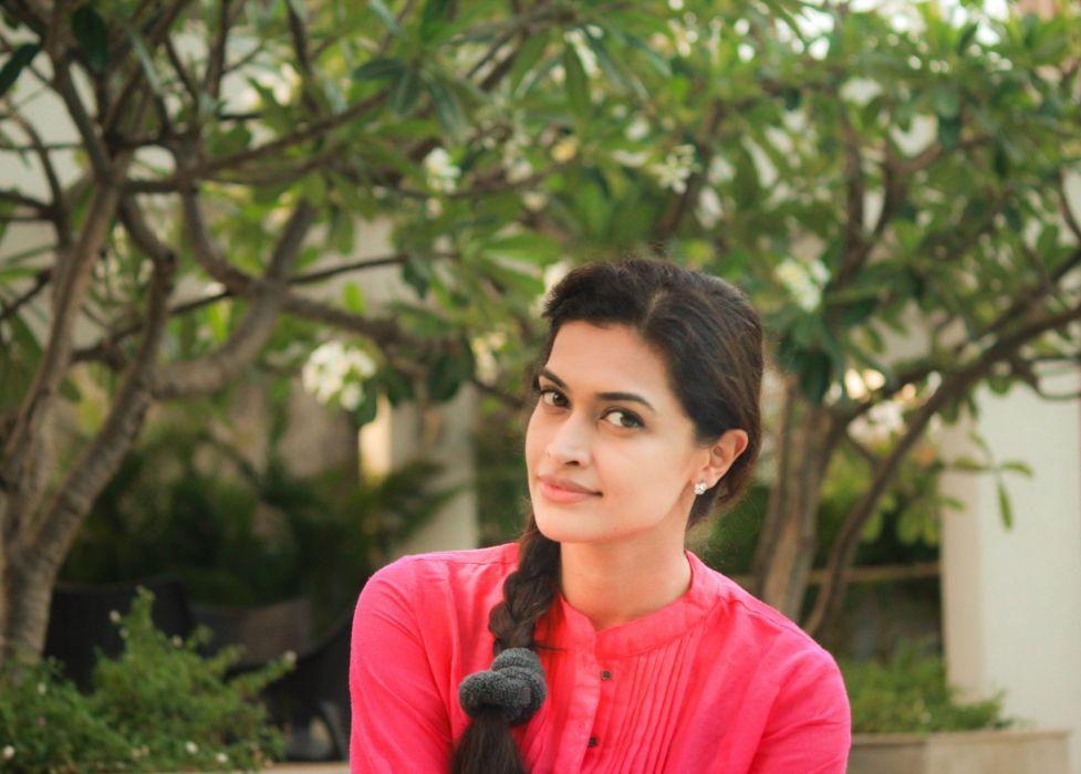 Actress-Salony-Luthra-Stills-19 wallpaper