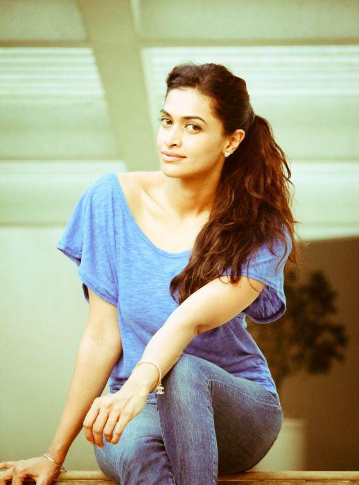 Actress-Salony-Luthra-Stills-21 wallpaper