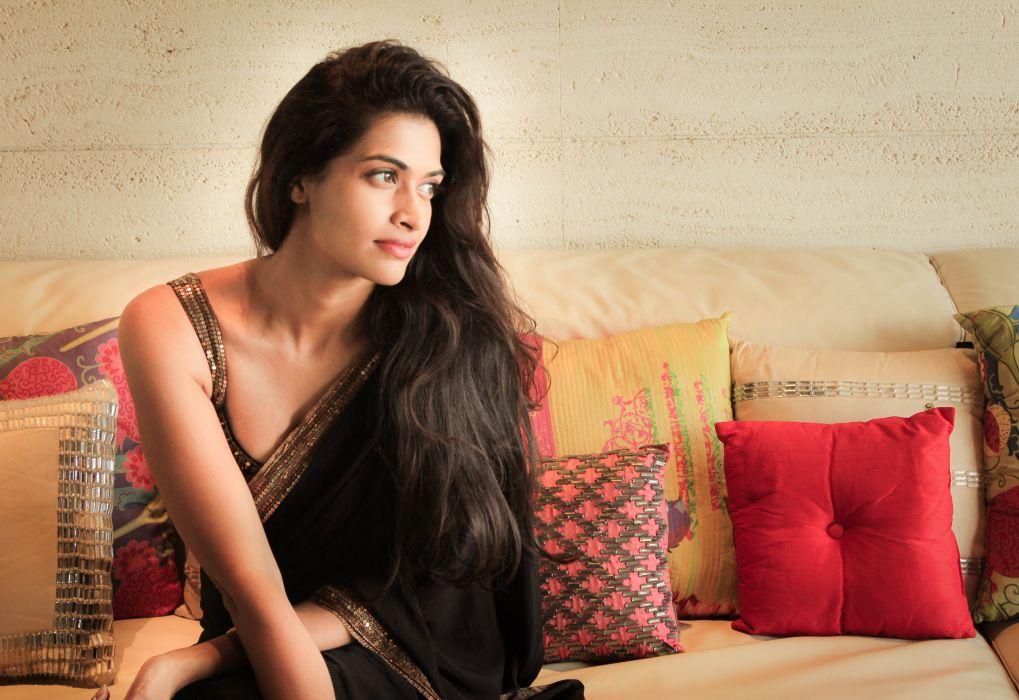Actress-Salony-Luthra-Stills wallpaper