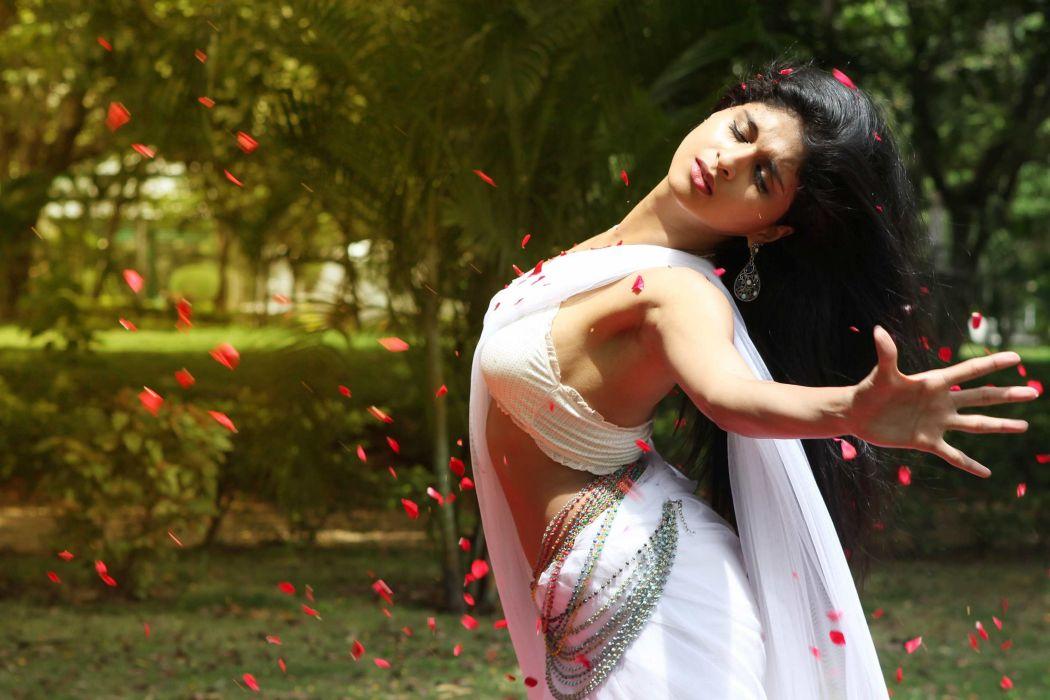 Indian actress saree hot wallpaper