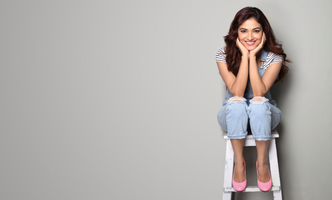 Ridhima Pandit bollywood actress model girl beautiful brunette pretty cute beauty sexy hot pose face eyes hair lips smile figure indian wallpaper