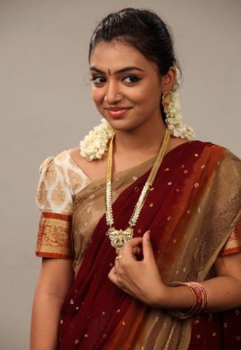 actress-nazriya-beautiful-saree-photo-collections-1157 wallpaper