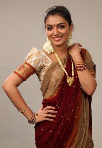 actress-nazriya-beautiful-saree-photo-collections-2157 wallpaper