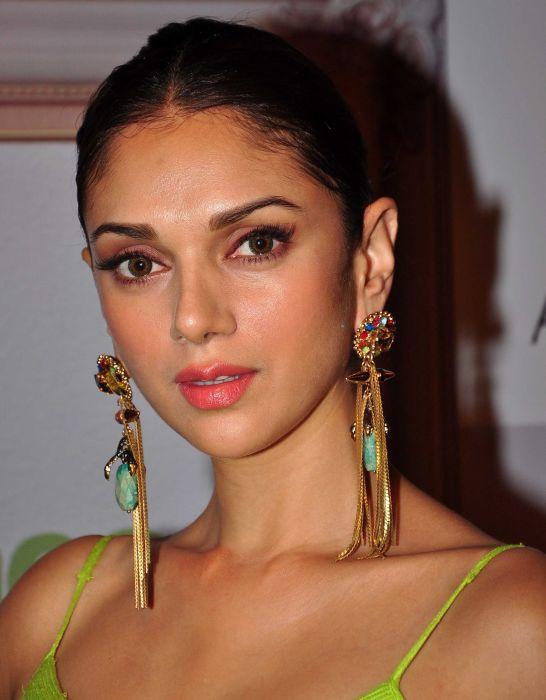 Aditi-rao-hydari-in-fancy-gold-earings wallpaper