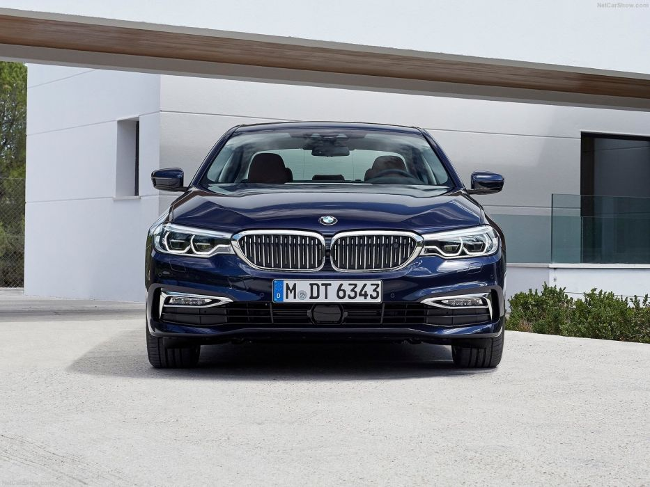 BMW 5 Series G30 2017 wallpaper