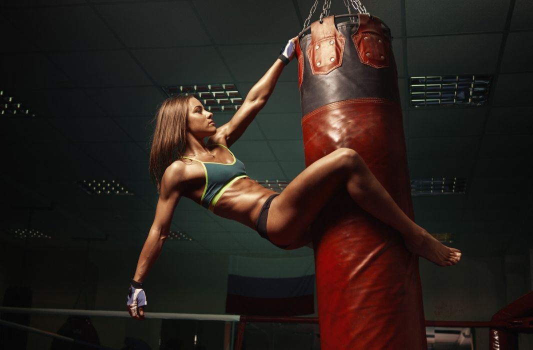 WOMEN SPORTS Girl Fitness Body Training Ball Sexy Boxe Punching Bag Wallpaper