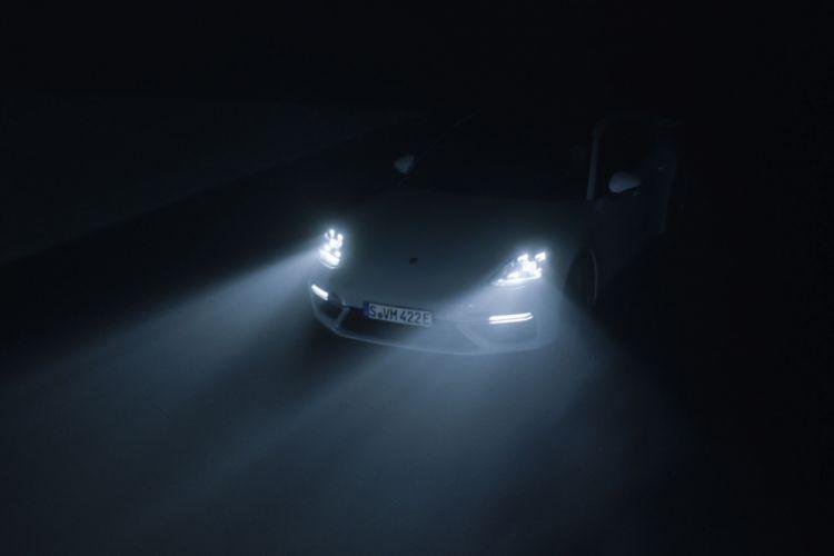 Porsche Panamera Turbo S E-Hybrid 2018 wallpaper