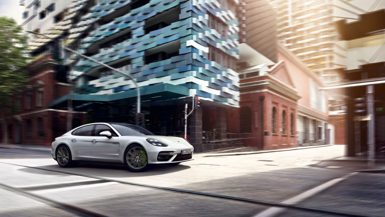 Porsche Panamera Turbo S E-Hybrid 2018 wallpaper