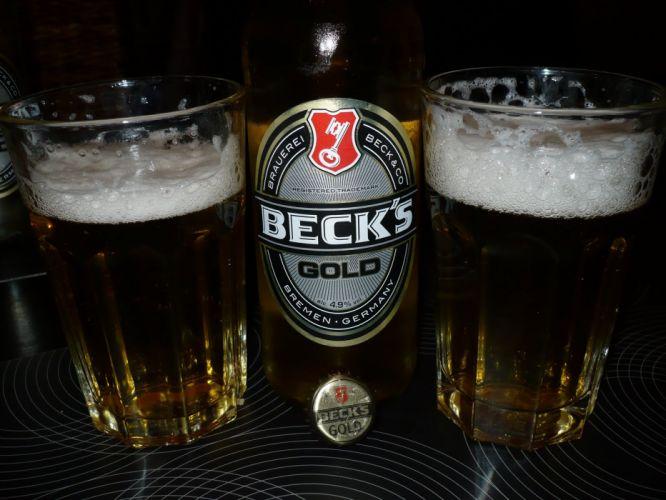 Becks Gold botella vasos cerveza wallpaper