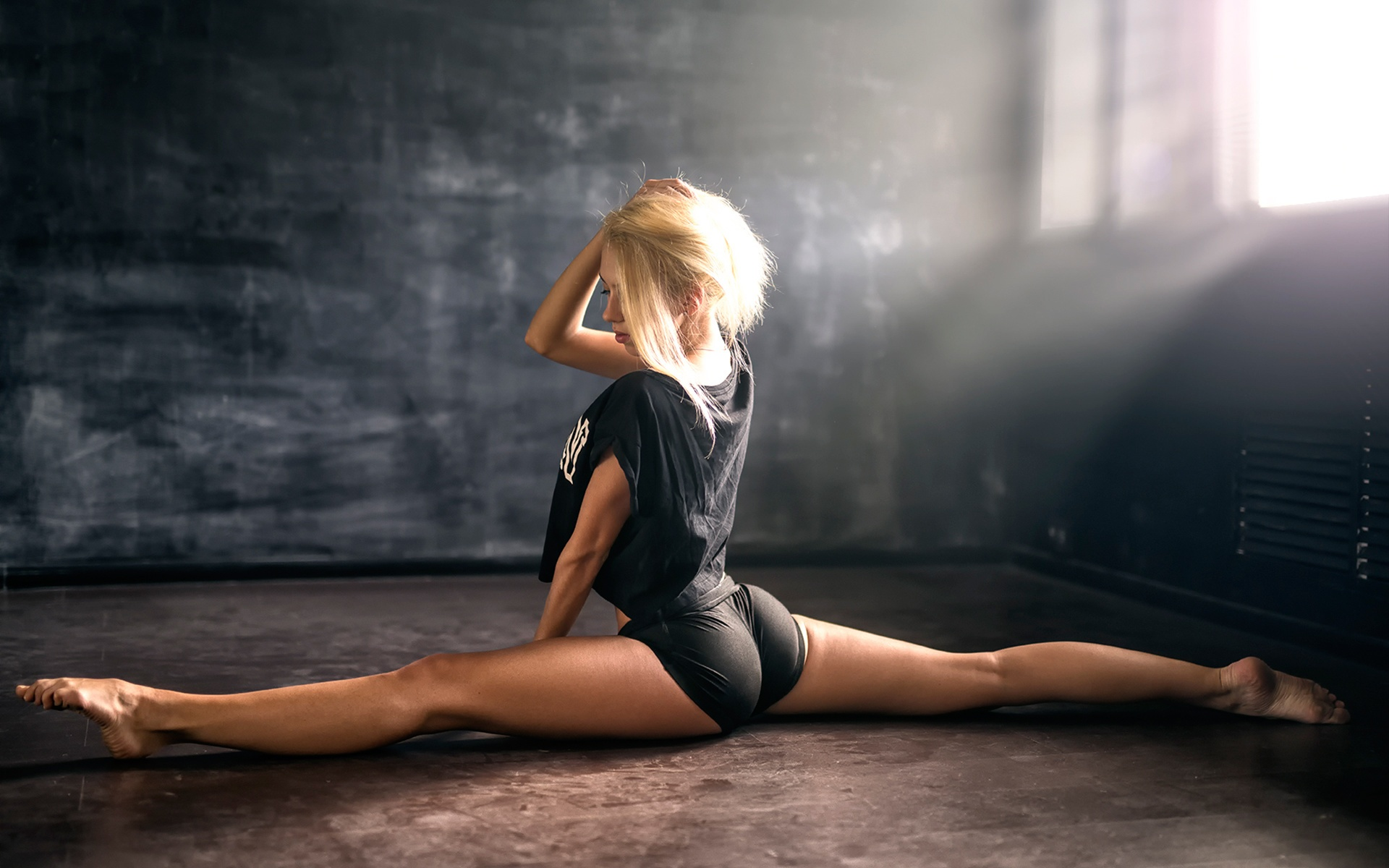 Hot Blond Dancing