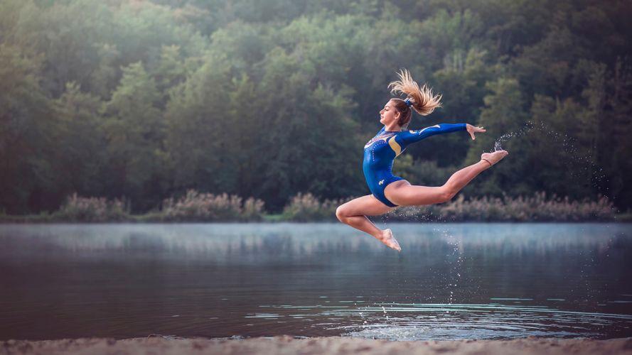 SPORTS gymnastics-girls-exercise-stretching-legs-blonde-water wallpaper