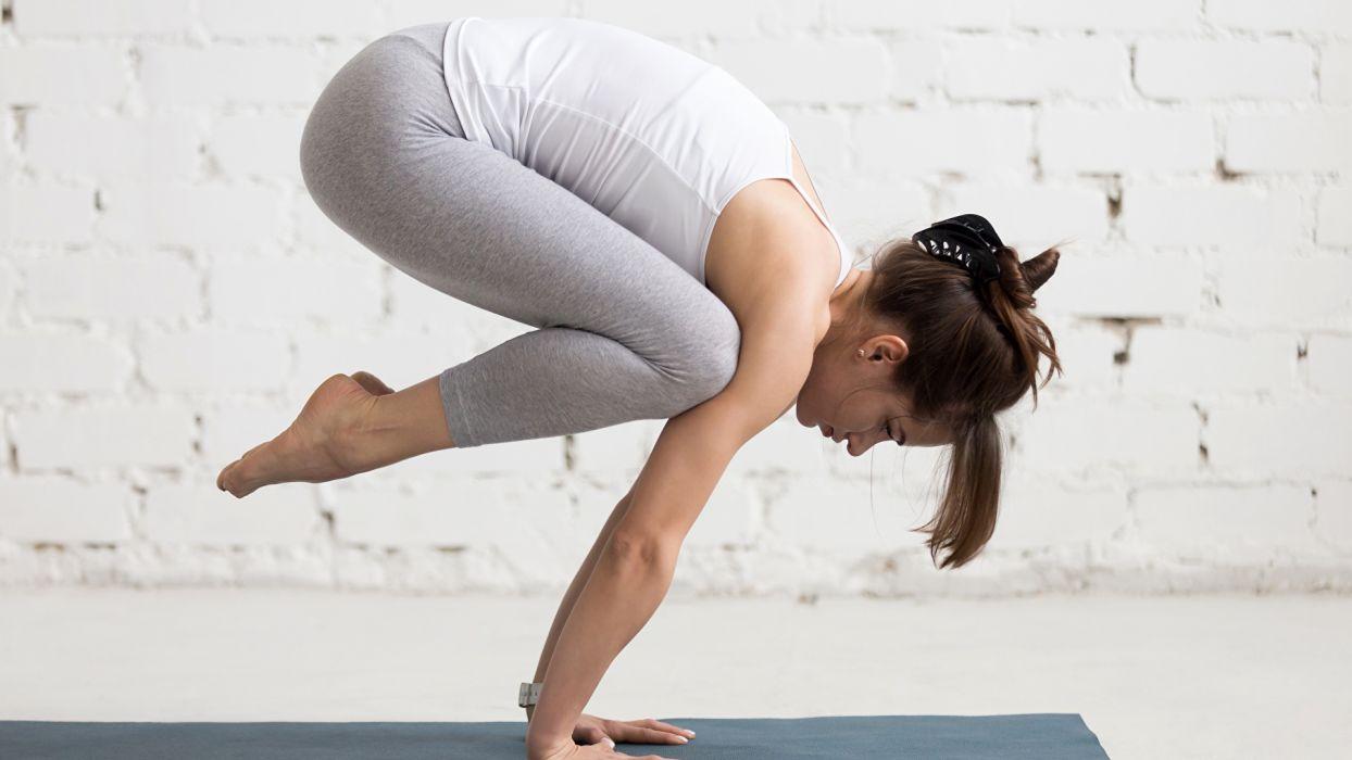 SPORTS gymnastics-girls-exercise-stretching-legs-singlet-hands wallpaper