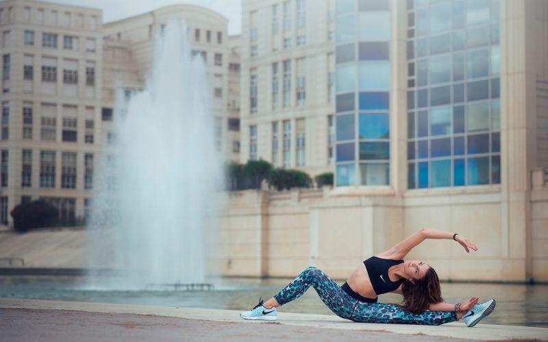 SPORTS gymnastics-Melanie Coer-girls-exercise-stretching-fountain wallpaper