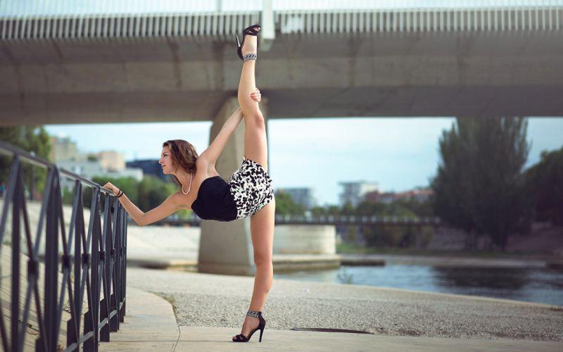 SPORTS gymnastics-Melanie Coer-girls-exercise-stretching wallpaper
