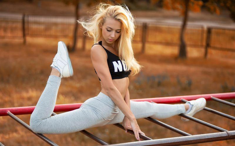 SPORTS gymnastics-Yana Kuzmina-girls-exercise-stretching-legs-blonde wallpaper
