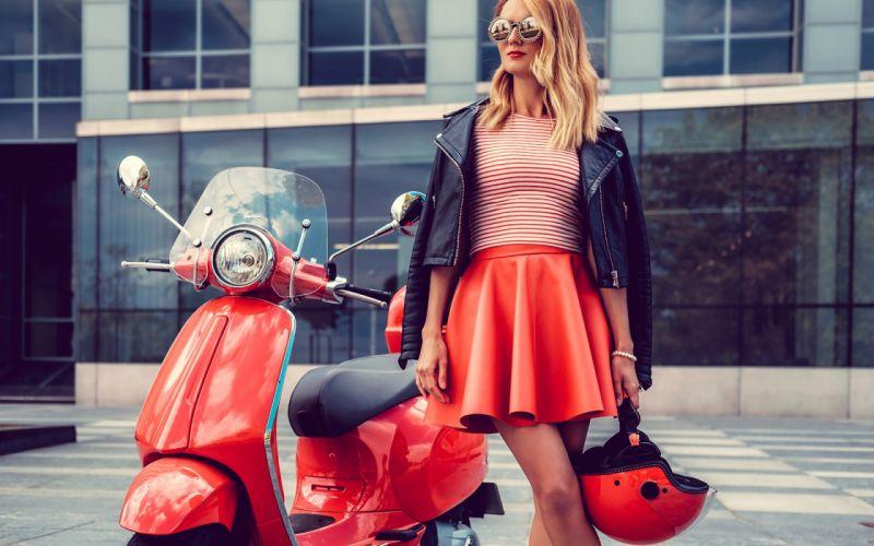 WOMEN & MACHINE girls-sexy-blonde-motorcycle-glasses wallpaper