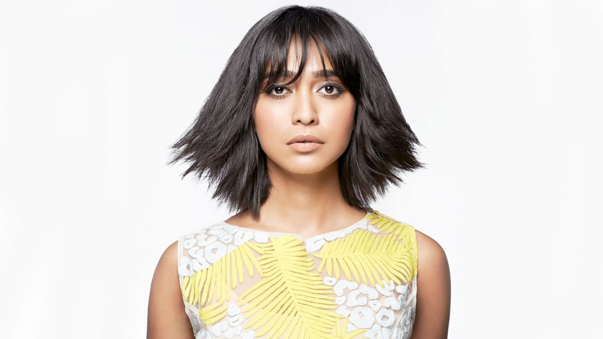 Sayani Gupta bollywood actress celebrity model girl beautiful brunette pretty cute beauty sexy hot pose face eyes hair lips smile figure indian wallpaper