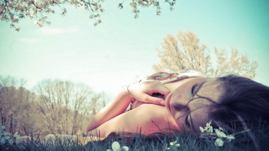 Photography girls-women-sleep-grass wallpaper