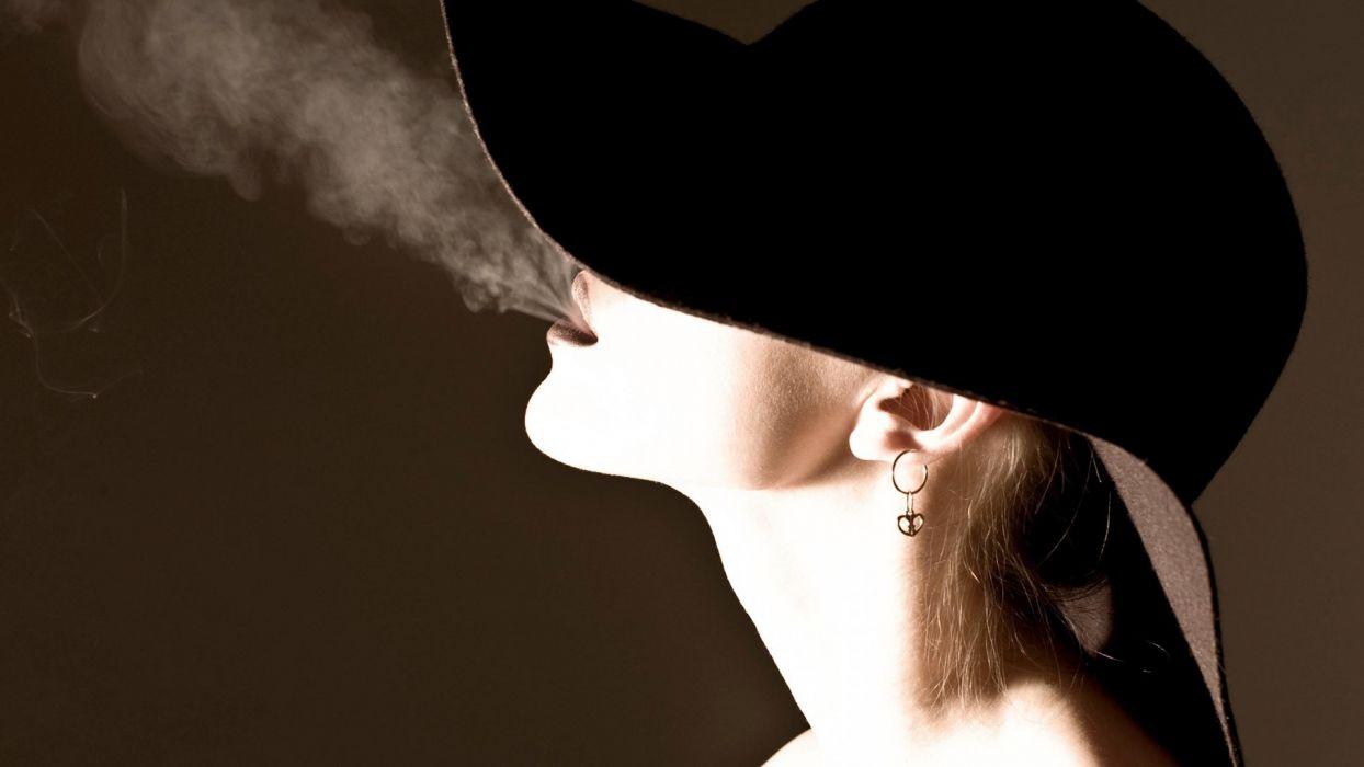 Face girls-hat-smoke-smoking wallpaper