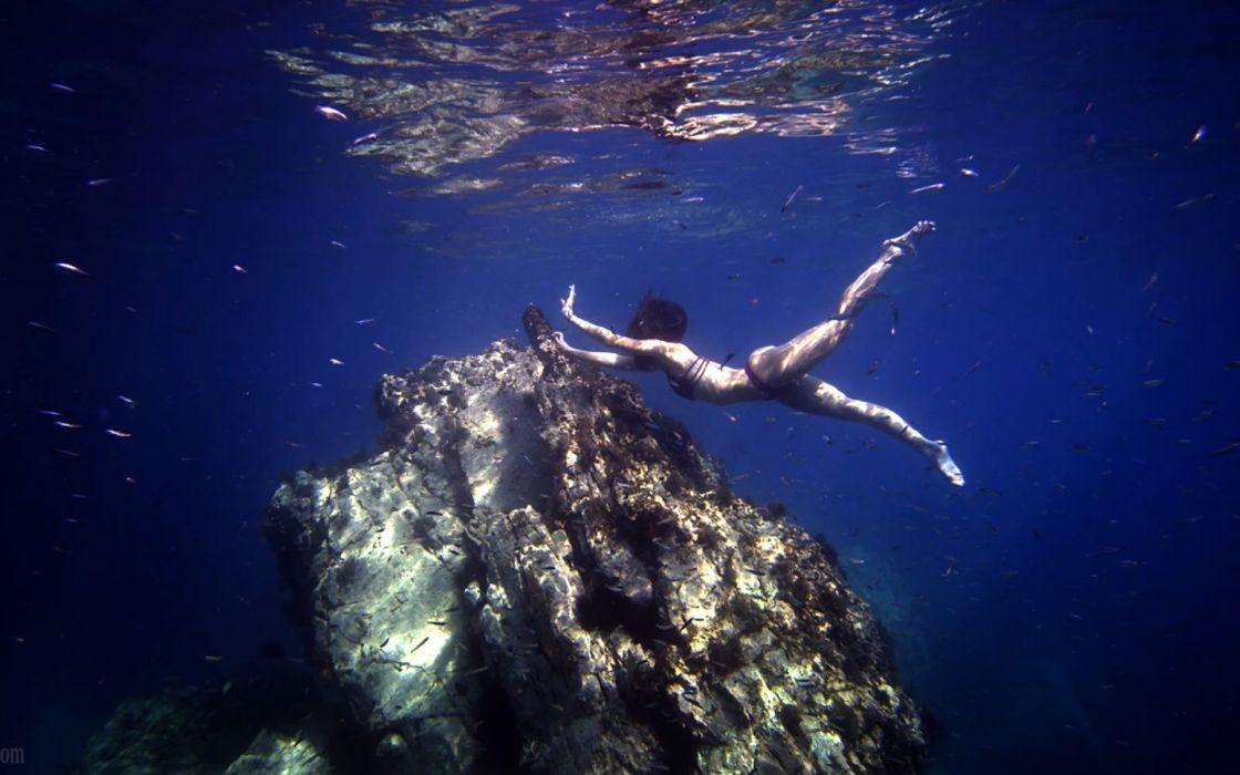 Photography girl-women-swim-underwater-fish wallpaper