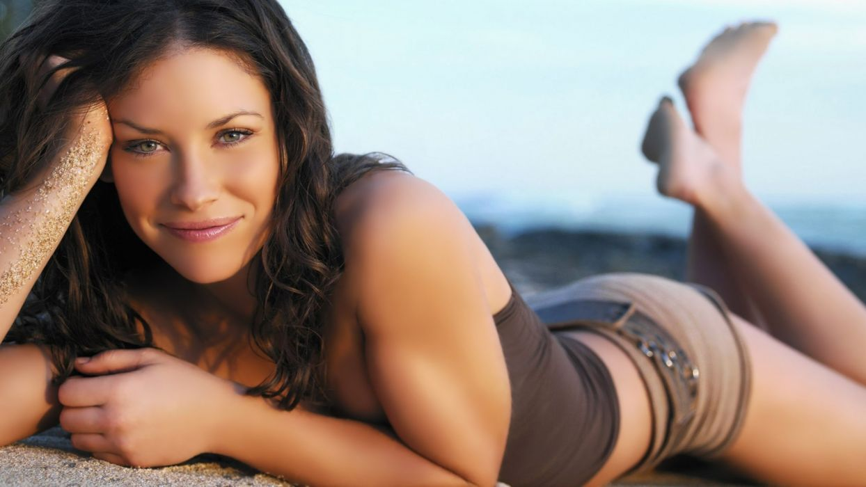 Sensuality girls-women-sexy-brunette-Evangeline Lilly-lying wallpaper