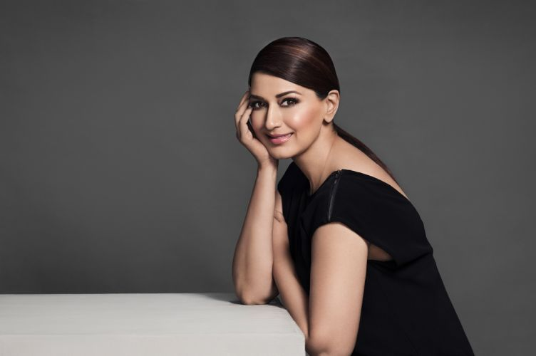 sonali bendre bollywood actress celebrity model girl beautiful brunette pretty cute beauty sexy hot pose face eyes hair lips smile figure indian wallpaper