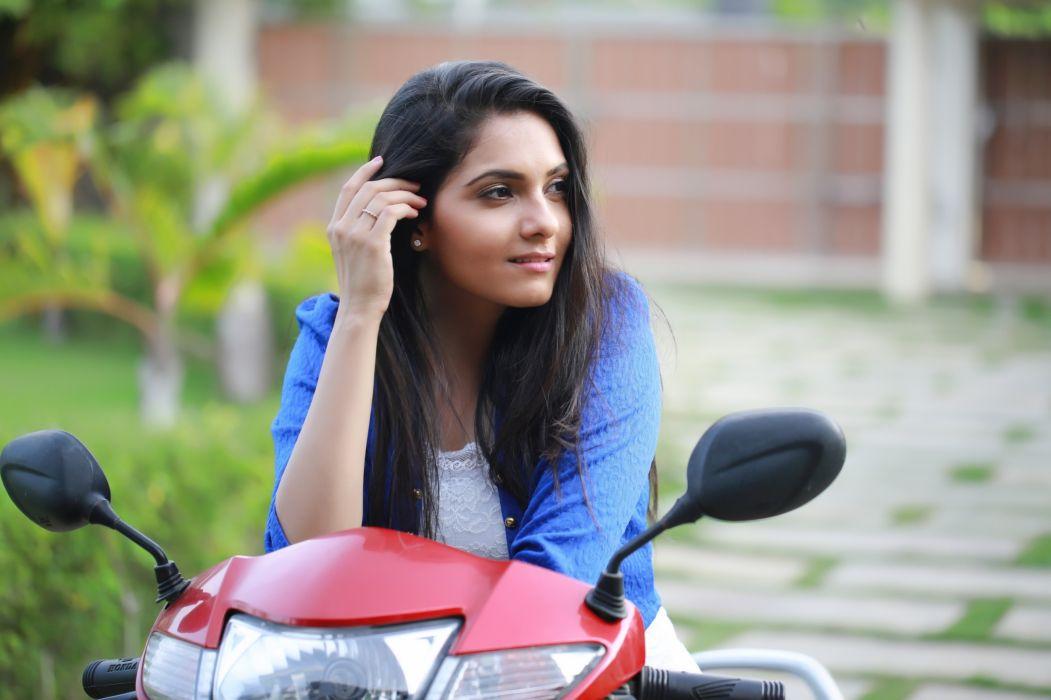 Actress-Ashwathy-Ravikumar-Pics-1 wallpaper