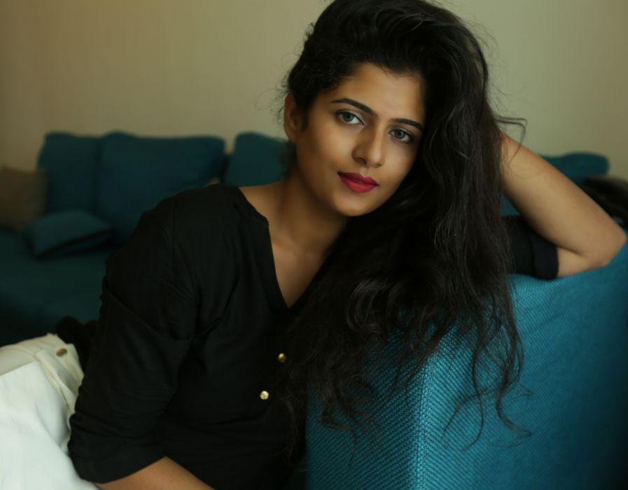 Actress-Yamini-Stills-9 wallpaper