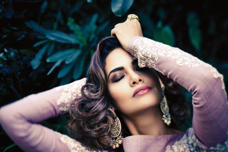 esha gupta bollywood actress celebrity model girl beautiful brunette pretty cute beauty sexy hot pose face eyes hair lips smile figure indian wallpaper