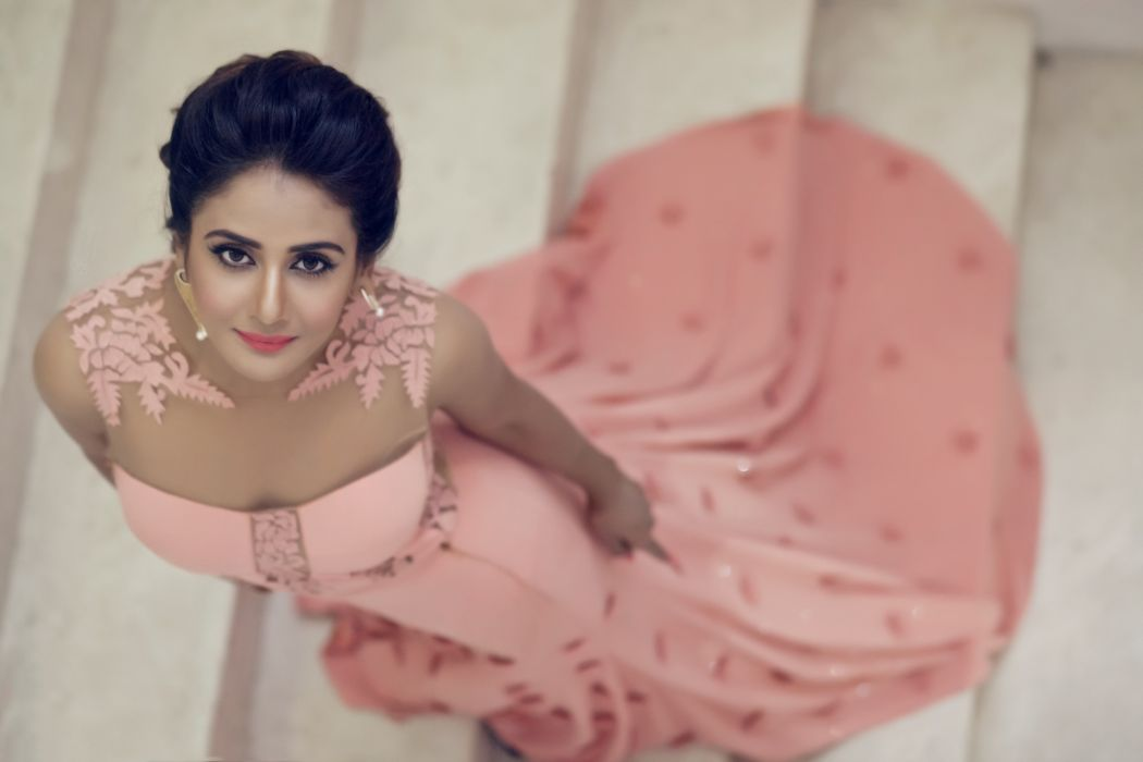 Parul Yadav bollywood actress celebrity model girl beautiful brunette pretty cute beauty sexy hot pose face eyes hair lips smile figure indian wallpaper