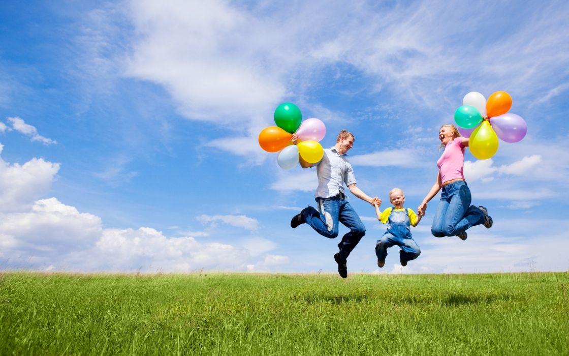 familia juega vacaciones globos wallpaper